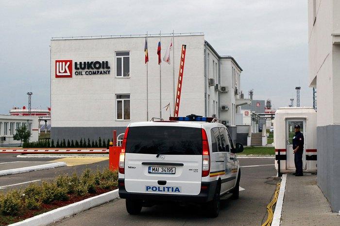 Нафтопереробний завод 'ЛУКОЙЛ' в місті Плоєшті, Румунія.