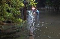 В Херсоне спасатели всю ночь откачивали воду из частного сектора