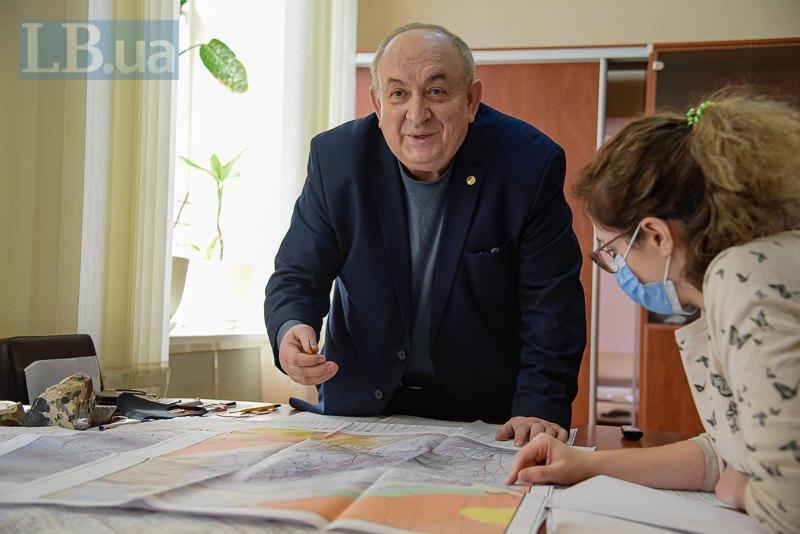 Микола Жикаляк розповідає про проведене геологічне дослідження