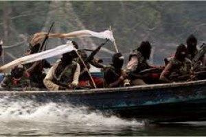 Сомалийские пираты усиливают атаки на суда