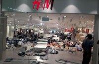 Из-за расистского скандала в магазинах H&M в Южной Африке устроили погромы