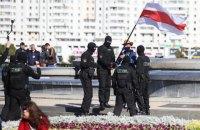 """""""Ваші дії зафіксовані"""": МВС Білорусі розіслало громадянам СМС з вимогою не виходити на протести"""