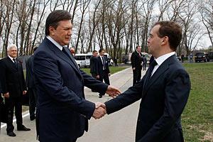 """Янукович поблагодарил Медведева за помощь в финансировании проекта """"Укрытие"""""""