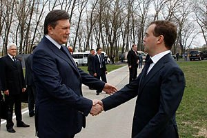 Медведев ценит вклад Януковича в развитие российско-украинских отношений