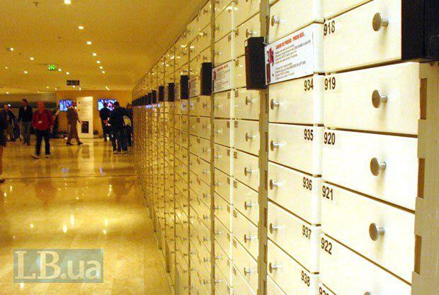 Пресс-боксы, куда складывают ежедневное расписание показов и пресс-конференций, а также пресс-релизы и каталоги фильмов