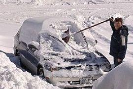 Спасатели откопали пять тысяч машин