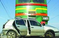 Поезд Харьков-Одесса столкнулся с джипом