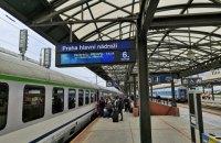 Из Праги выезжают домой 900 украинцев, - посол