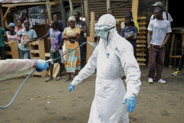 Сотрудник Красного Креста, контактировавший с зараженными Эболой в Либерии