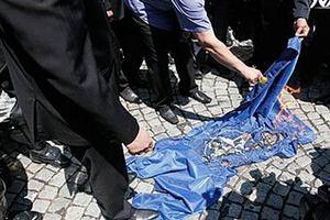 Сербские националисты сожгли флаг НАТО