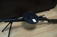 В Киеве мужчина пытался продать пулемет на елочном базаре