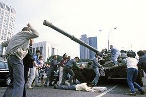 Путін виділив спецвиплати сім'ям загиблих у заворушеннях 1991 року