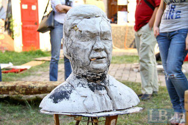 Пам'ятник Віктору Януковичу