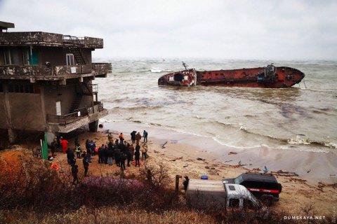 Из-за аварии танкера в Одессе загрязнение воды в 53 раза выше нормы