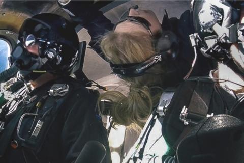 Virgin Galactic впервые запустила космоплан с пассажиром на борту