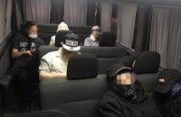 Сімом хасидам, яких затримали при спробі проникнути в Україну, заборонили в'їзд на п'ять років