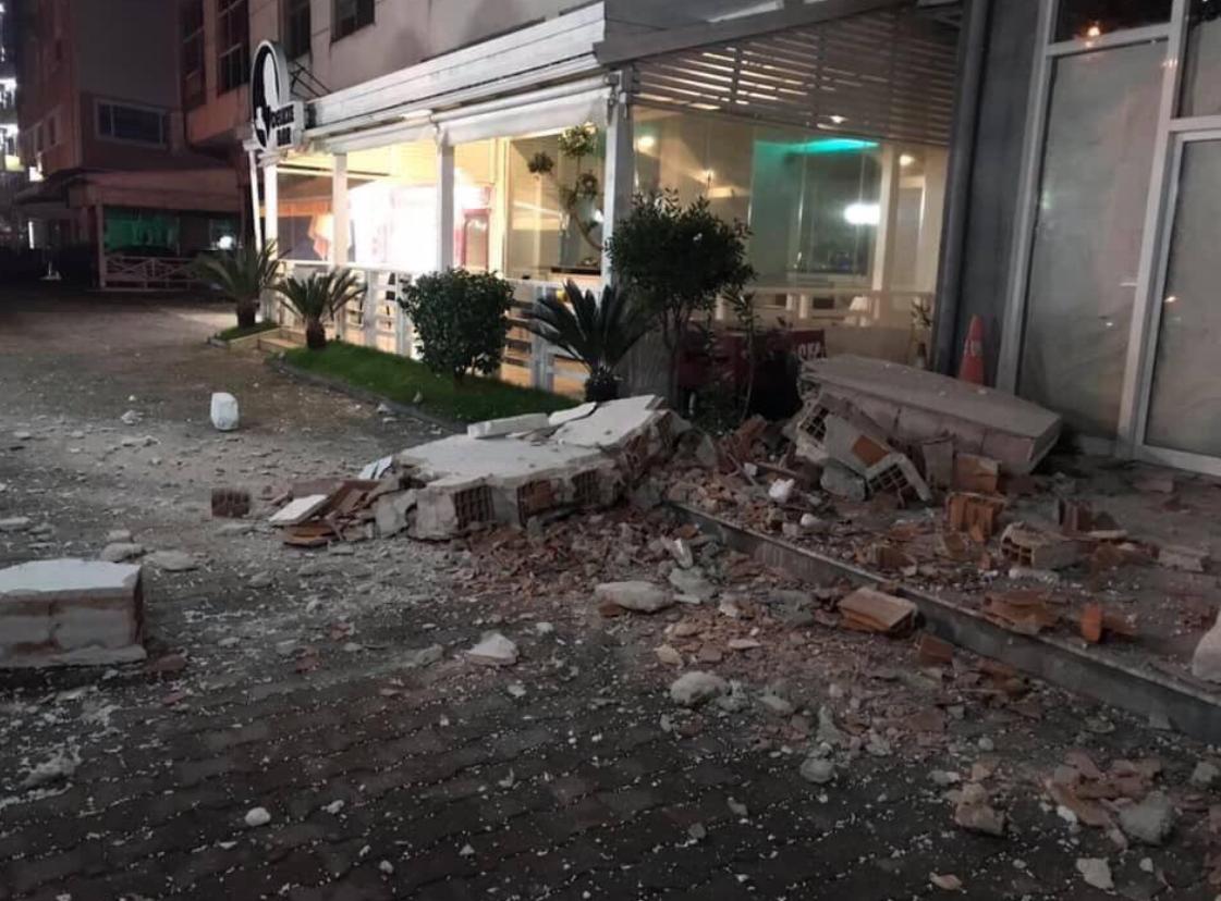 Из-за землетрясения в Албании обрушились несколько зданий