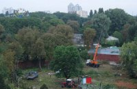 В Киеве возле зоопарка вырубили деревья, несмотря на действующий мораторий