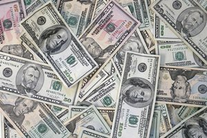 В ЛНР анонсировали пенсии в долларах
