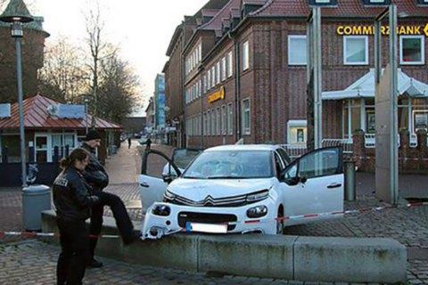 Машина въехала в толпу в немецком Куксхафене