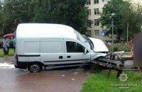 В центре Полтавы автомобиль въехал в подземный переход и насмерть сбил коммунальщика