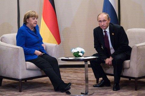 """Меркель і Путін обговорили """"нормандський"""" саміт і транзит газу Україною"""