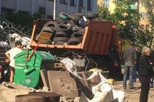 Металурги прибрали частину барикад у Маріуполі