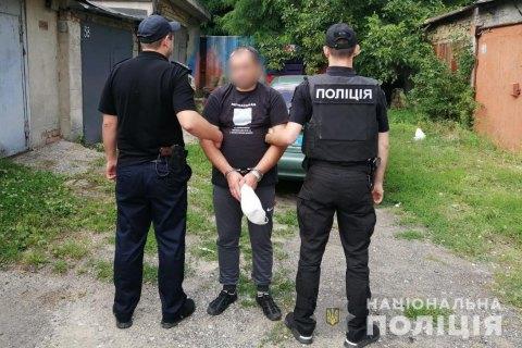 В Киеве таксист посадил на цепь пассажира, который не расплатился за поездку в Сумы