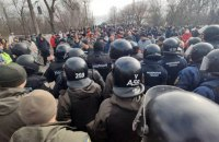 """Данілов: до протестів у Нових Санжарах причетні немісцеві """"професійні підбурювачі"""""""
