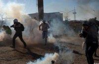 Прикордонники США застосували сльозогінний газ проти мігрантів з Мексики