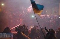 На Грушевского осталось около 2 тысяч протестующих