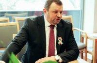 Посольство Угорщини та Червоний Хрест передали дітям переселенців шкільне приладдя