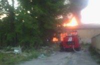 Во Львове возник пожар в здании бывшей воинской части (обновлено)