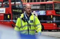В Лондоне двухэтажный автобус врезался в здание