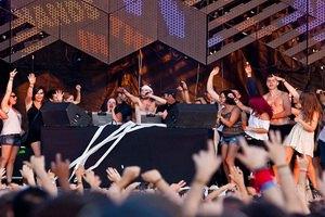 Ветер обрушил сцену во время концерта в Оттаве