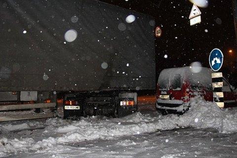 У трьох західних областях обмежили рух через снігопад