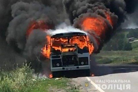 """На трассе в Полтавской области сгорел автобус """"Горишни Плавни - Кобеляки"""""""