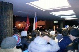 Біля парламенту Криму активізувалися сутички