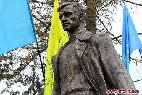 В Житомире открыли первый в Украине памятник Олегу Ольжичу