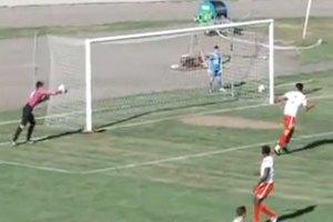 Молдавский голкипер забросил мяч в собственные ворота