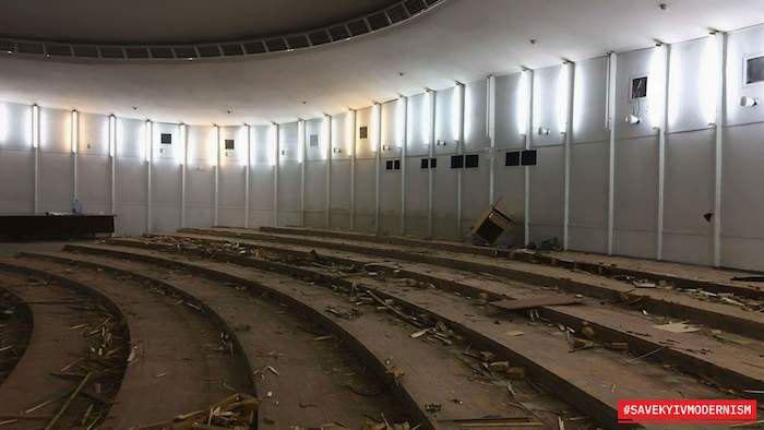 """Демонтаж концертного залу в """"Літаючій тарілці"""""""