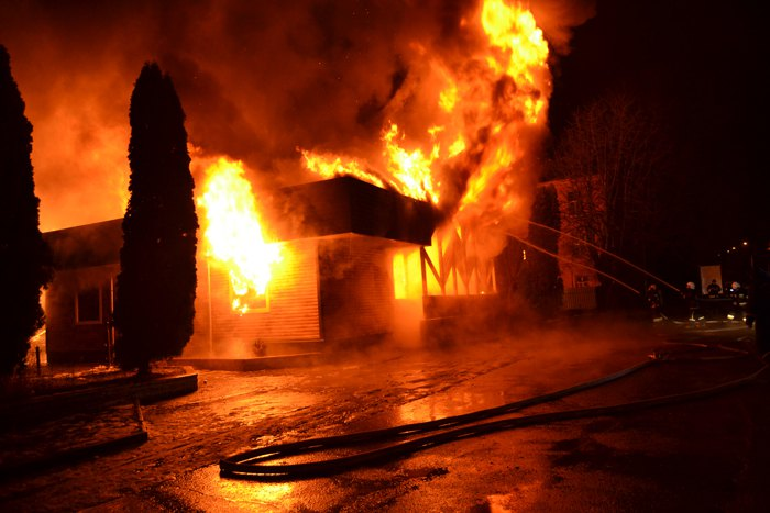 Ночью в Ровно сгорело деревянное здание ресторана 'Истанбул'