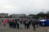 В Харькове активисты Майдана и Антимайдана бросались яйцами и обливались водой