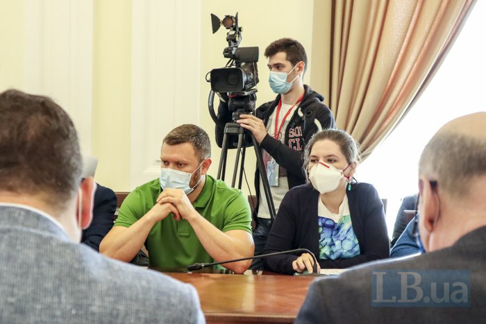 Руслан Гончаров (у зеленій футболці)
