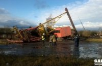 В пригороде Ивано-Франковска кран упал на кабину грузовика, погибли два человека (обновлено)