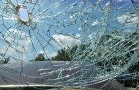Неизвестные забросали камнями два автобуса с людьми на трассе Кривой Рог - Днепр