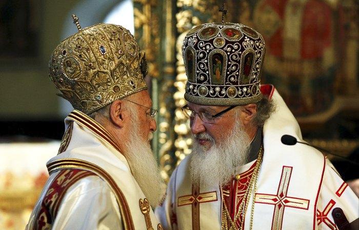 Вселенский Патриарх Варфоломей I и Патриарх Московский Кирилл(справа)
