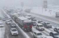 Через негоду обмежено рух вантажівок у Київській та Закарпатській областях
