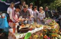"""""""Укрзализныця"""" запустила дополнительный поезд на фестиваль дерунов в Коростень"""
