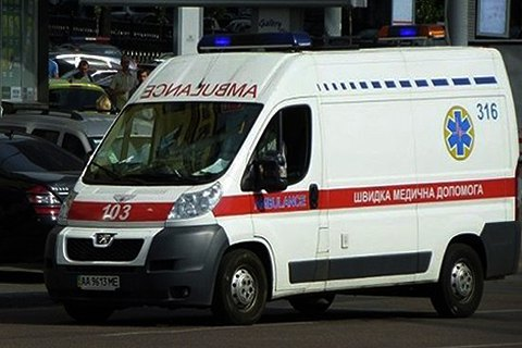 Упавшая под поезд в киевском метро женщина погибла